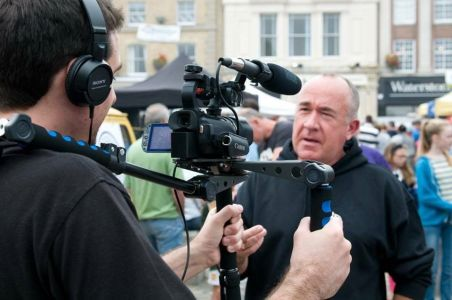 Ray Cordell presenting Hitchin TV, photo by Kasia Burke